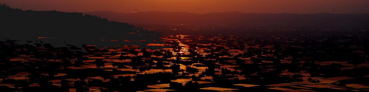 夕陽に輝くとなみ散居村