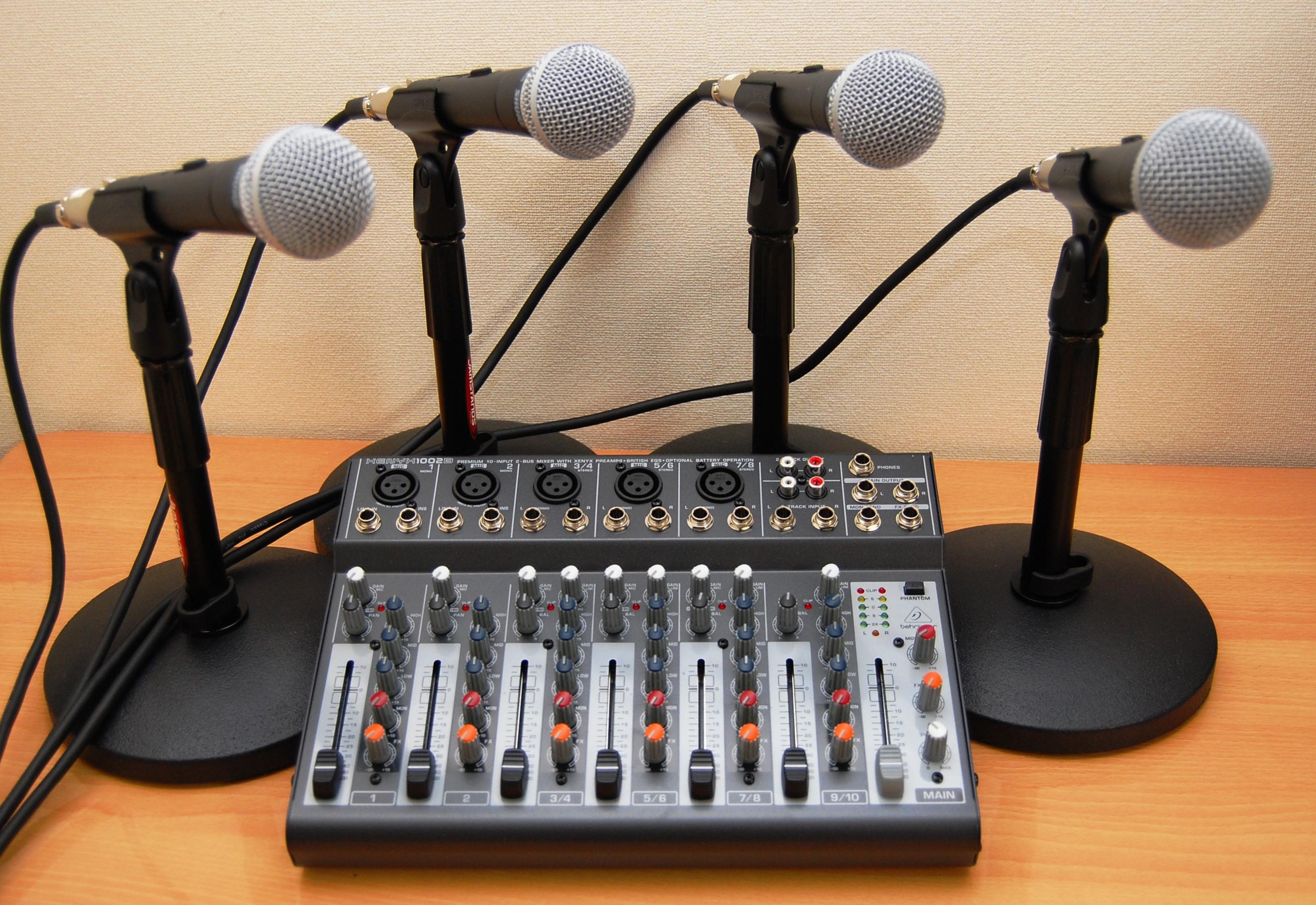 ※小規模(50~100人程度)イベント、講演会、会議などであれば、収録用機材を使って、音響設備設置、収録、原稿作成まで、セットで対応できます。