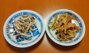 干して冷凍したゴーヤ(左)とその炒め物